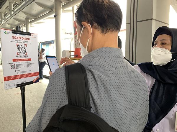 https: img.okezone.com content 2021 09 06 620 2466783 kai-commuter-sebut-uji-coba-penggunaan-aplikasi-pedulilindungi-berjalan-lancar-pN8V624ovy.jpg
