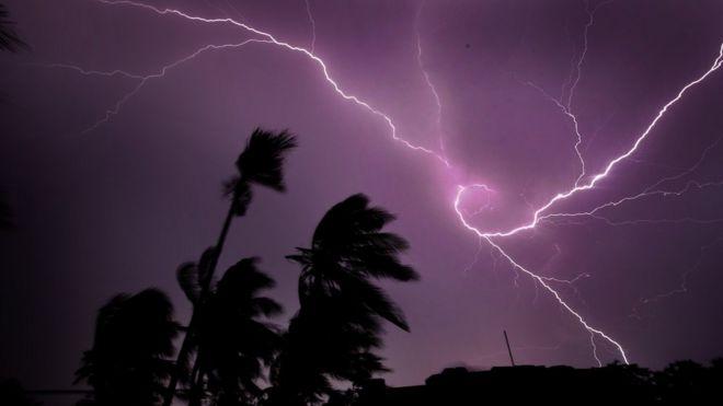 https: img.okezone.com content 2021 09 07 338 2467187 waspada-hujan-disertai-kilat-dan-angin-kencang-terjadi-di-4-wilayah-ini-3pVgMpEoPM.jpg