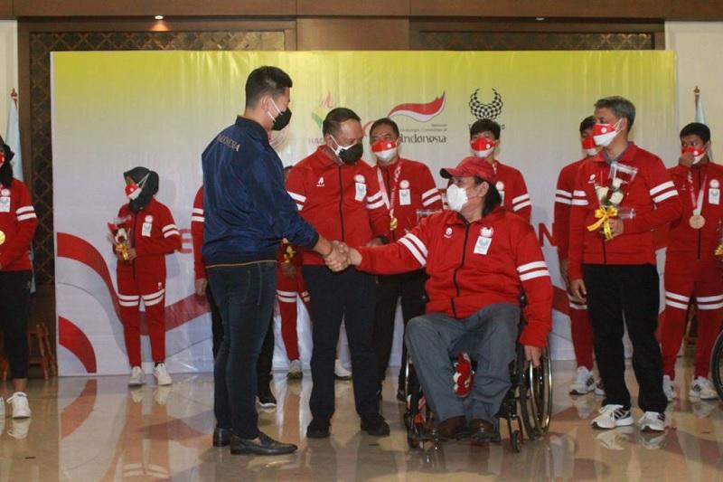 https: img.okezone.com content 2021 09 07 43 2467602 bawa-pulang-9-medali-noc-beri-selamat-atas-pencapaian-kontingen-indonesia-di-paralimpiade-tokyo-2020-mdYfO3fYJE.jpg