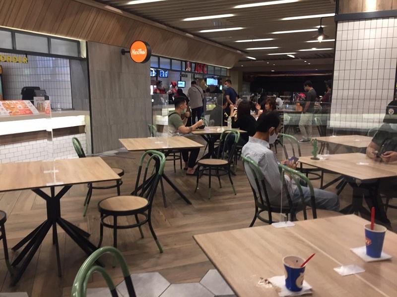 https: img.okezone.com content 2021 09 07 470 2467316 jakarta-hingga-surabaya-jadi-lokasi-uji-coba-pembukaan-restoran-dan-kafe-di-gedung-tertutup-zEAn176OTH.jpg