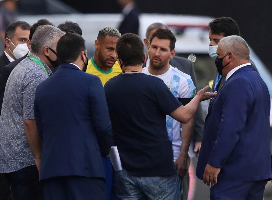 https: img.okezone.com content 2021 09 07 51 2467188 buntut-penundaan-laga-brasil-vs-argentina-4-pemain-la-albiceleste-terancam-penjara-iWt57WXKTt.jpg