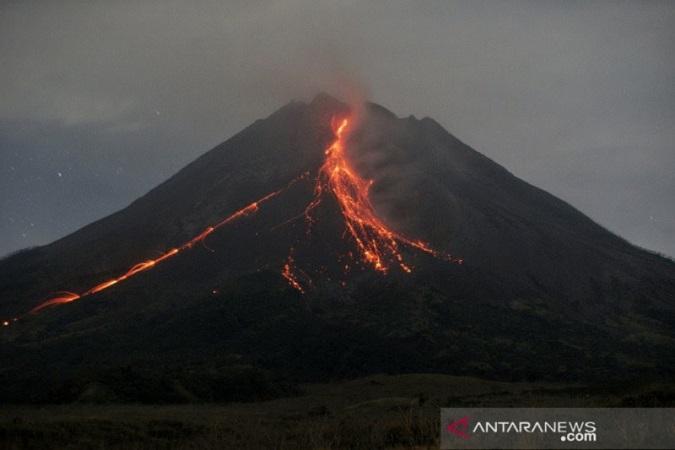 https: img.okezone.com content 2021 09 07 510 2467724 gunung-merapi-alami-239-kali-gempa-guguran-40rjDltayX.jpg