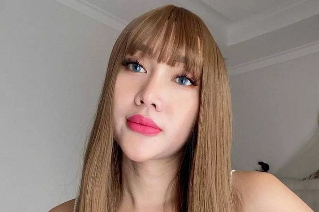 https: img.okezone.com content 2021 09 08 33 2468177 lucinta-luna-unggah-foto-liburan-pakai-bikini-kuning-netizen-aurat-ibu-ratu-Wsdbjdx5eq.jpg