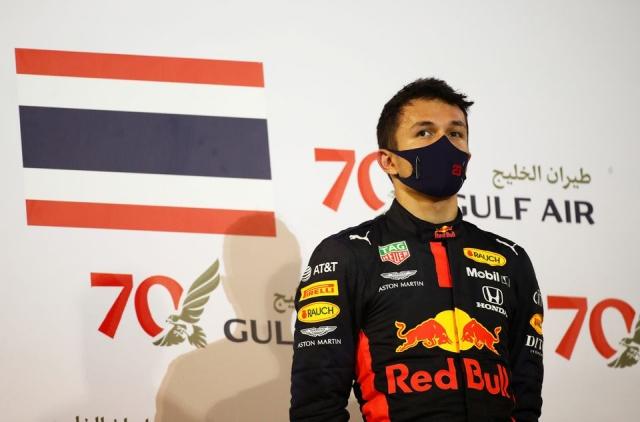 https: img.okezone.com content 2021 09 08 37 2468380 pembalap-asal-thailand-ini-akan-tampil-di-f1-gp-2022-CsaeOYzvYX.jpg