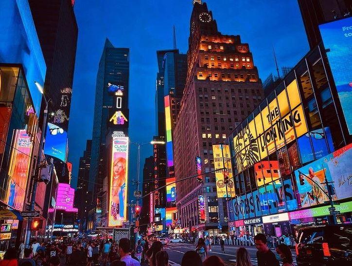 https: img.okezone.com content 2021 09 08 406 2468326 tertarik-pasang-iklan-di-billboard-times-square-new-york-segini-tarifnya-mgdnRQlwd0.JPG
