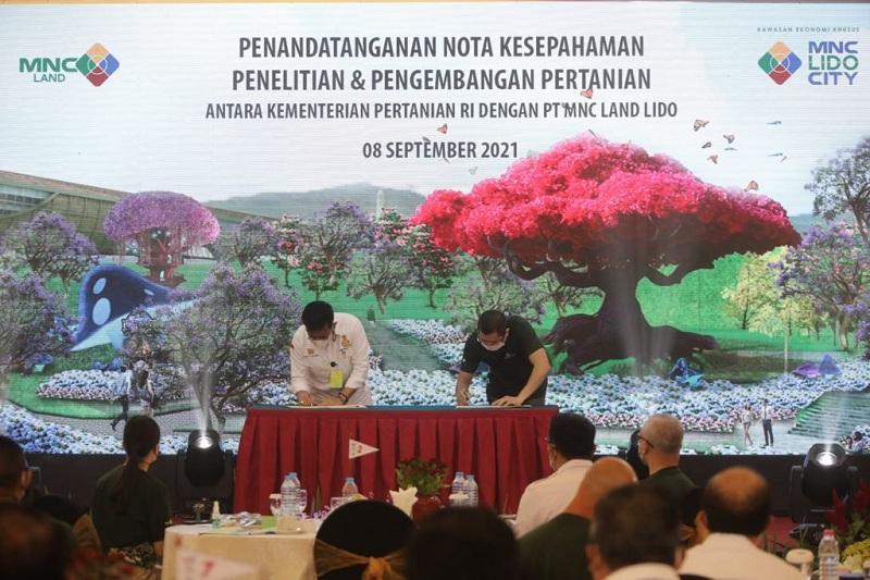 https: img.okezone.com content 2021 09 08 470 2468186 bangun-lido-world-garden-mnc-land-dan-kementan-tandatangani-mou-pengembangan-pertanian-EY3sQTjnOm.jpg
