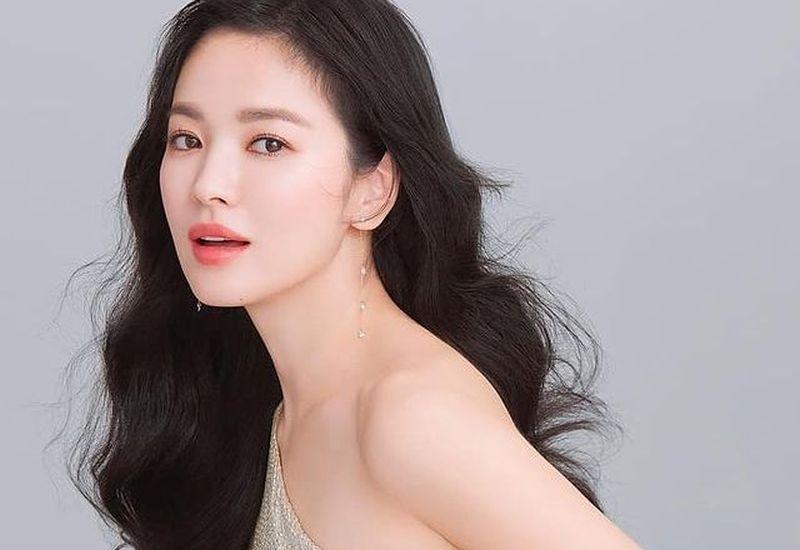 https: img.okezone.com content 2021 09 08 611 2467772 7-inspirasi-model-rambut-ala-song-hye-kyo-mana-favoritmu-67MmQYdbh9.jpg