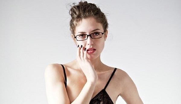 https: img.okezone.com content 2021 09 09 194 2468443 5-potret-terapis-cantik-yang-berani-praktek-tanpa-busana-pria-jadi-lebih-terbuka-d058n0LMNR.jpg