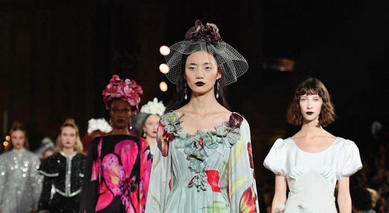 https: img.okezone.com content 2021 09 09 194 2468561 5-fakta-new-york-fashion-week-2022-brand-lokal-indonesia-unjuk-gigi-Smv2wdB9lF.jpg