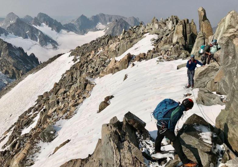 https: img.okezone.com content 2021 09 09 406 2468463 naik-gunung-seorang-diri-pendaki-ini-pulang-tinggal-nama-27XJqxU6Cc.JPG