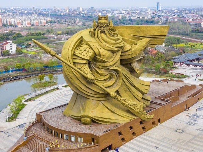 https: img.okezone.com content 2021 09 09 406 2468934 china-bangun-patung-dewa-perang-raksasa-kini-terpaksa-dipindah-karena-protes-warga-6Jchu9hzSk.jpg