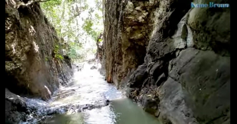 https: img.okezone.com content 2021 09 09 408 2468792 5-fakta-menarik-sendang-tlimo-sungai-bawah-tanah-di-tengah-hutan-jombang-L7IHgGZlsg.jpg