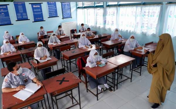 https: img.okezone.com content 2021 09 09 525 2468918 80-persen-sekolah-di-kabupaten-bogor-sudah-melaksanakan-ptm-hBrYvisg9H.jpg