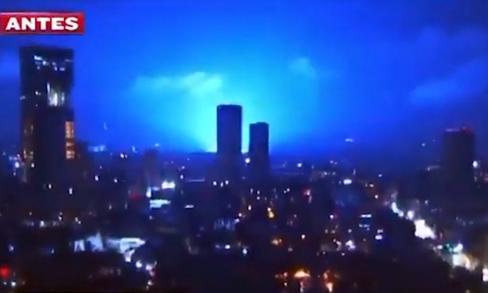 https: img.okezone.com content 2021 09 10 18 2469377 cahaya-biru-misterius-muncul-pasca-gempa-7-0-sr-di-meksiko-PgK2Rc9f2Y.jpg