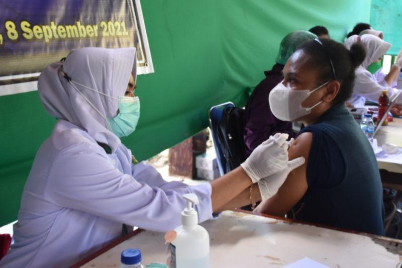 https: img.okezone.com content 2021 09 10 340 2469197 jelang-pon-papua-vaksinasi-di-wilayah-aglomerasi-masih-rendah-f1z7ud0i9l.jpg
