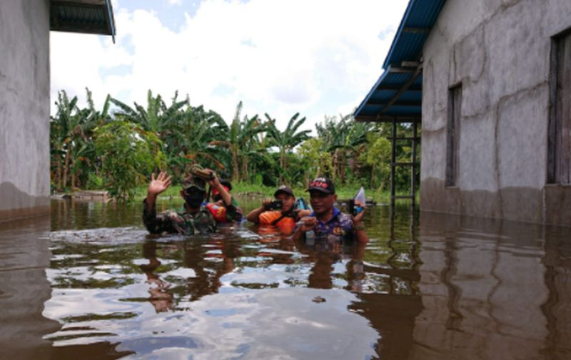 https: img.okezone.com content 2021 09 10 340 2469298 banjir-rendam-2-kecamatan-di-ketapang-bpbd-kirim-logistik-ozjmLWxukV.jpg