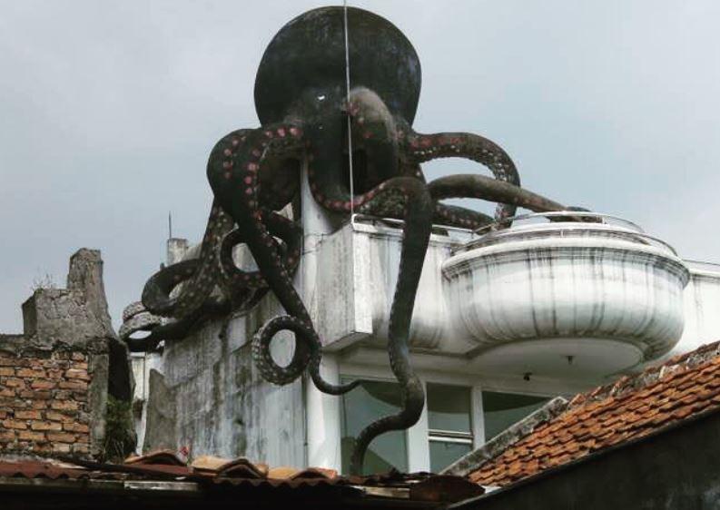 https: img.okezone.com content 2021 09 10 408 2469046 8-rumah-hantu-di-indonesia-ada-rumah-keluarga-tak-kasat-mata-feQJsEAIxu.JPG