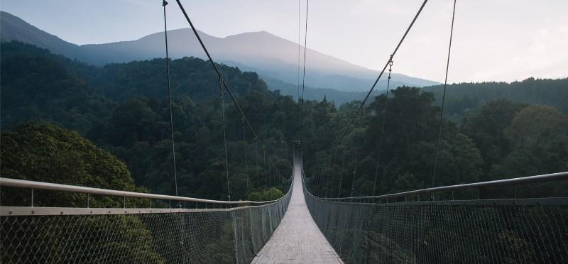https: img.okezone.com content 2021 09 10 408 2469446 pesona-situ-gunung-wisata-indah-yang-penuh-legenda-di-sukabumi-lhygsRWaTf.jpg