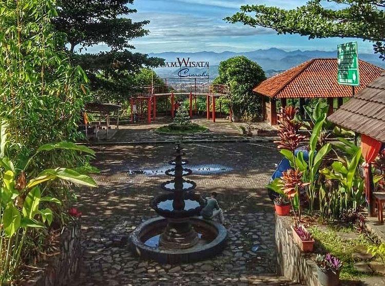 https: img.okezone.com content 2021 09 10 408 2469553 deretan-destinasi-wisata-ikonik-di-cimahi-air-terjun-hingga-kampung-adat-gv8zwBbJ68.jpg