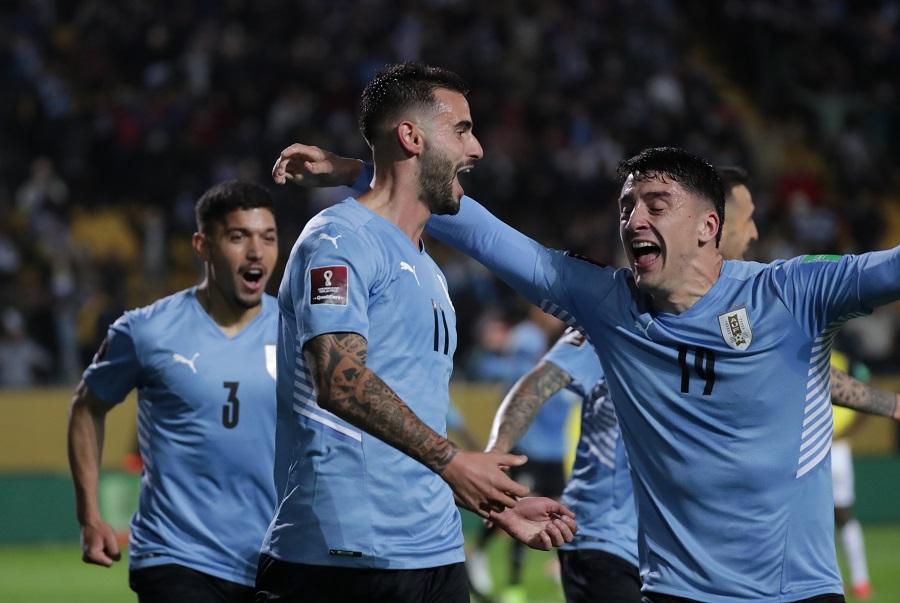 https: img.okezone.com content 2021 09 10 51 2469066 hasil-uruguay-vs-ekuador-di-kualifikasi-piala-dunia-2022-zona-amerika-selatan-la-celeste-menang-dramatis-ES3n7tivlf.jpg