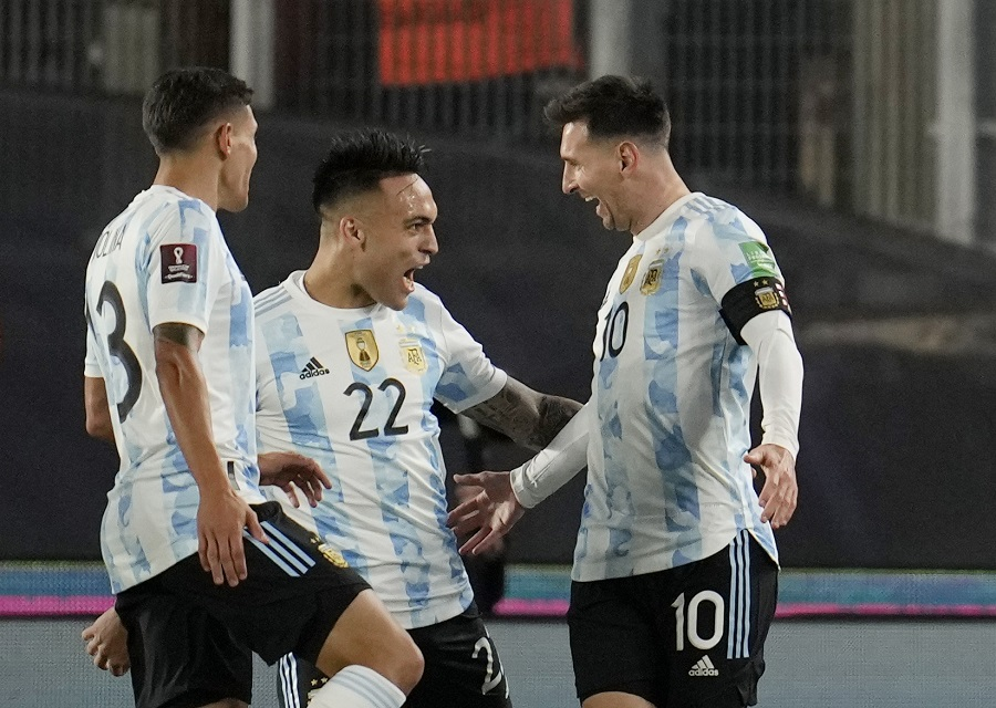 https: img.okezone.com content 2021 09 10 51 2469092 hasil-argentina-vs-bolivia-di-kualifikasi-piala-dunia-2022-zona-amerika-selatan-lionel-messi-hattrick-la-albiceleste-pesta-gol-nKhsLKVT8O.jpg