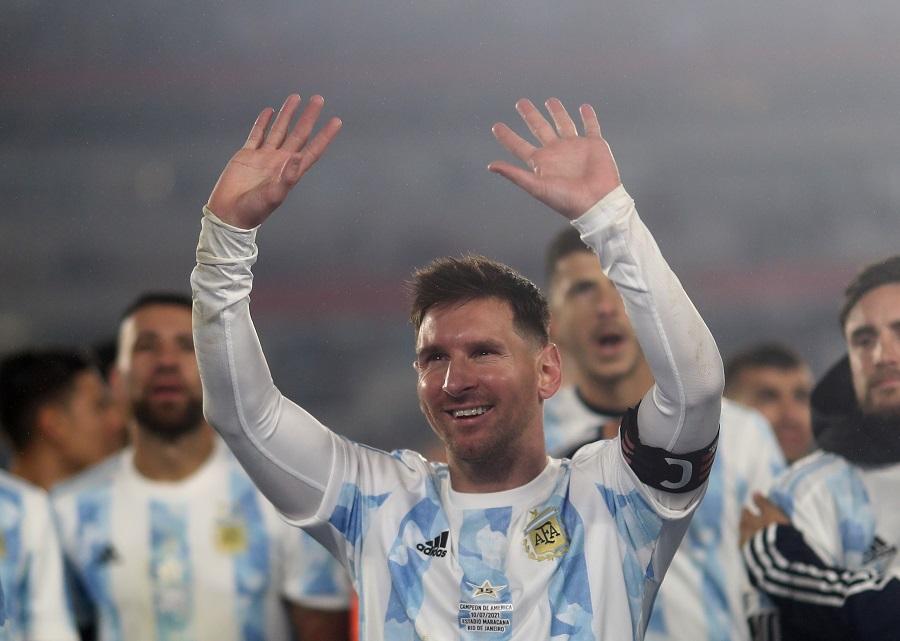 https: img.okezone.com content 2021 09 10 51 2469172 akhirnya-juara-bersama-argentina-lionel-messi-saya-telah-menunggu-lama-gfkzuPhVtG.jpg