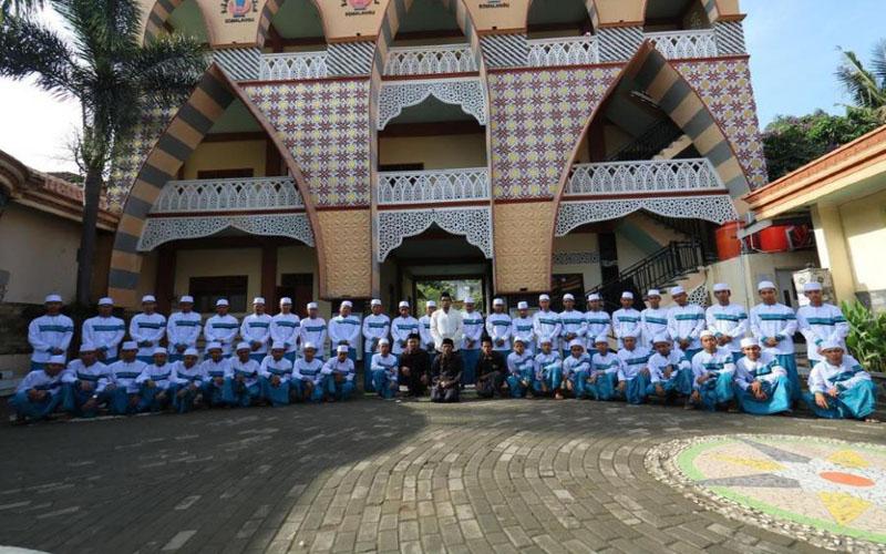 https: img.okezone.com content 2021 09 10 614 2469416 10-pondok-pesantren-tertua-di-indonesia-hingga-ada-berusia-546-tahun-keberadaanya-5rIqEnK5bx.jpg