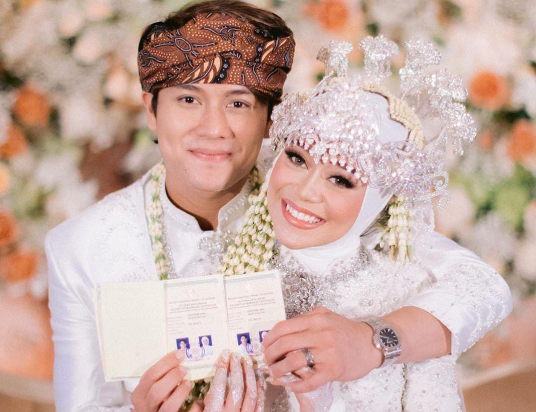 https: img.okezone.com content 2021 09 11 33 2469791 menikah-dengan-lesti-kejora-manajer-sebut-rizky-billar-keluar-uang-miliaran-rupiah-h9GnnIb2bi.jpeg