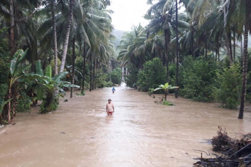 https: img.okezone.com content 2021 09 11 340 2469633 sungai-meluap-800-kk-terdampak-banjir-bolaang-mongondow-selatan-cQBdTrBw8f.jpg