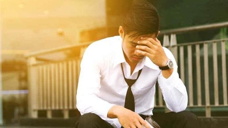 https: img.okezone.com content 2021 09 11 481 2469783 ciri-ciri-orang-yang-rentan-terpikir-untuk-bunuh-diri-dan-faktor-penyebabnya-N7Hdo5oUhB.jpg