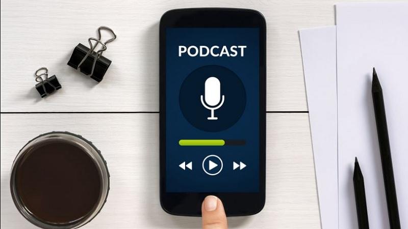 https: img.okezone.com content 2021 09 11 57 2469799 4-cara-membuat-podcast-hanya-bermodal-smartphone-mQq8jfs27Q.jpg