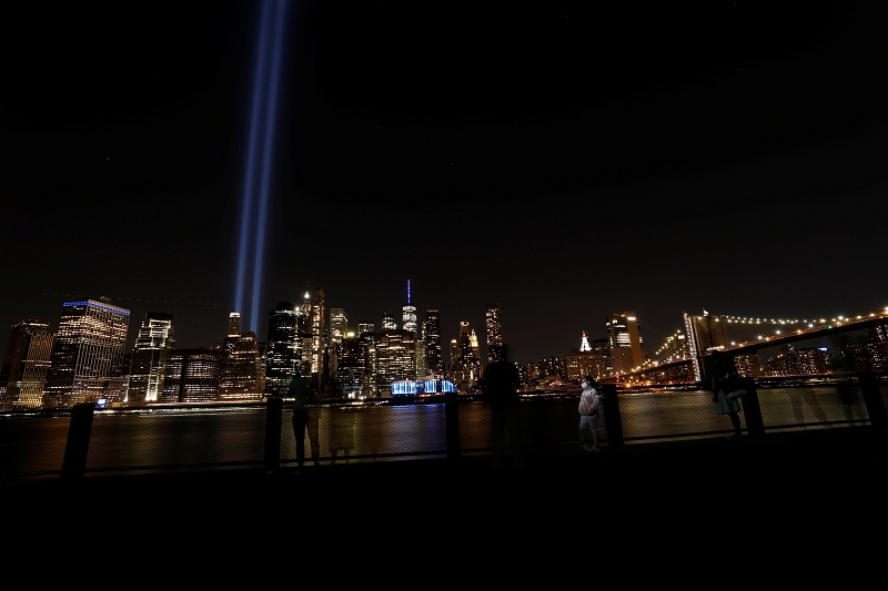 https: img.okezone.com content 2021 09 12 18 2470045 warga-as-peringati-20-tahun-peristiwa-11-september-AHQQp7YS7z.JPG