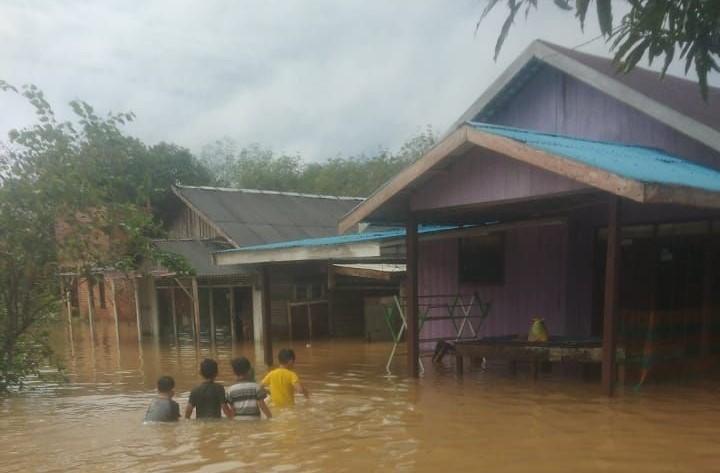 https: img.okezone.com content 2021 09 12 340 2470033 2-021-jiwa-terdampak-banjir-di-kabupaten-tanah-laut-kalsel-qpxDnoBmHy.jpg