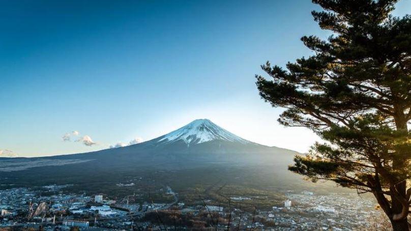 https: img.okezone.com content 2021 09 12 406 2470012 wow-salju-di-gunung-fuji-turun-25-hari-lebih-awal-dari-biasanya-7zEltOrRdl.JPG