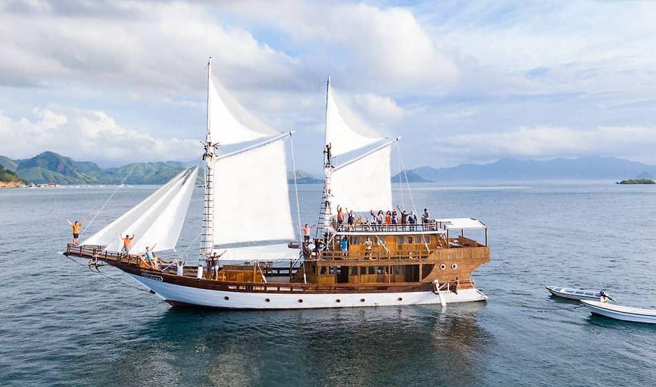 https: img.okezone.com content 2021 09 12 406 2470180 yuk-keliling-pantai-indah-sambil-nikmati-kuliner-khas-bulukumba-di-sailing-phinisi-agtJxg7L3J.JPG