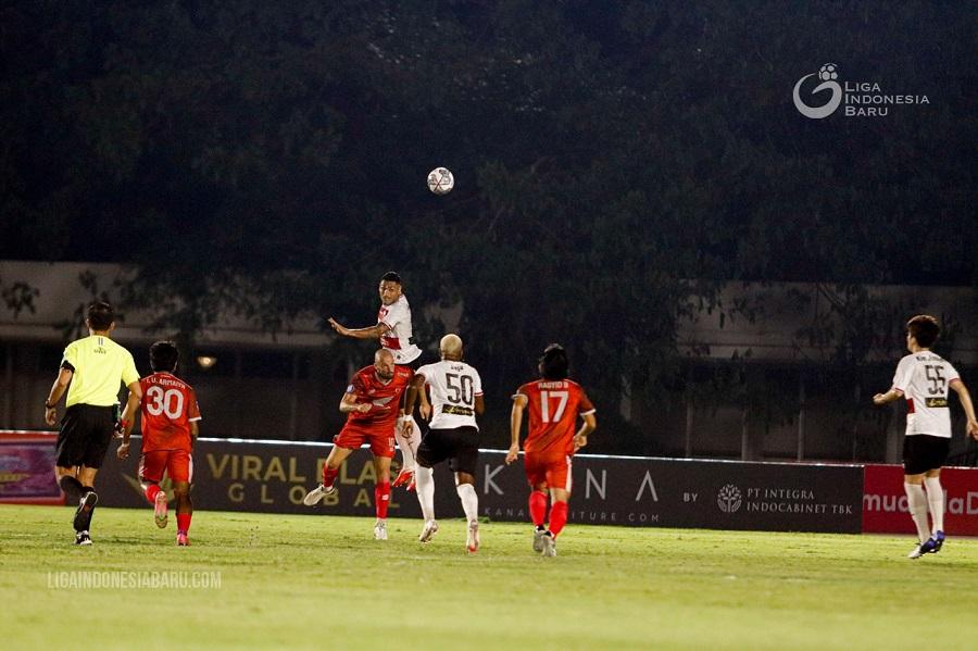 https: img.okezone.com content 2021 09 12 49 2470198 hasil-madura-united-vs-psm-makassar-di-pekan-kedua-liga-1-2021-2022-kedua-tim-harus-puas-dengan-1-poin-hfyMNtTlCM.jpg