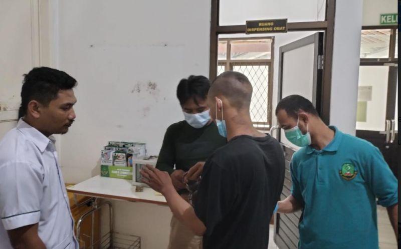 https: img.okezone.com content 2021 09 12 525 2469954 odgj-penusuk-pelajar-di-sukabumi-diserahkan-ke-rumah-sakit-uzpvqzpVGK.jpg