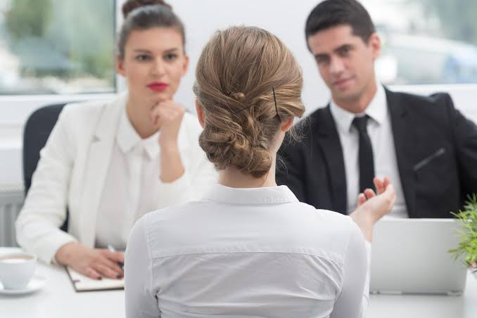 https: img.okezone.com content 2021 09 12 622 2470014 wajib-tahu-ini-5-perbedaan-tugas-pemimpin-dan-manajer-di-perusahaan-hgSoAqJnbA.jpg