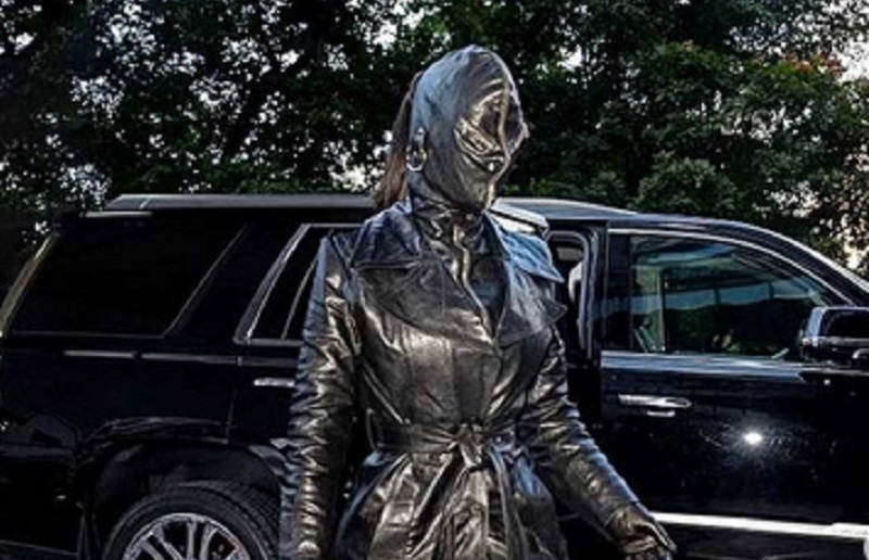 https: img.okezone.com content 2021 09 13 194 2470369 kim-kardashian-berpenampilan-horor-di-new-york-fashion-week-netizen-aku-takut-NUYB6wssYe.jpg