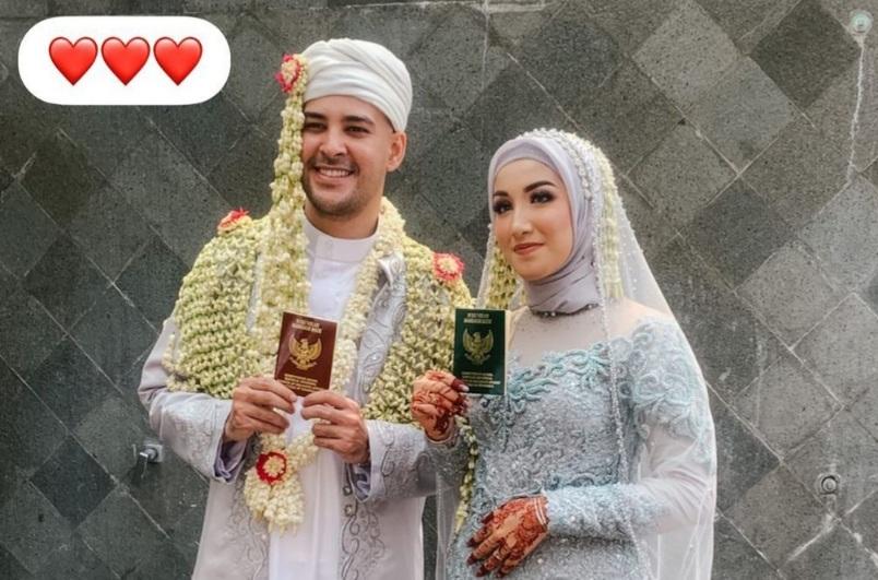 https: img.okezone.com content 2021 09 13 33 2470353 kabar-bahagia-riza-shahab-telah-menikahi-fatimah-sonia-alatas-Ojn1rNCZsV.jpg
