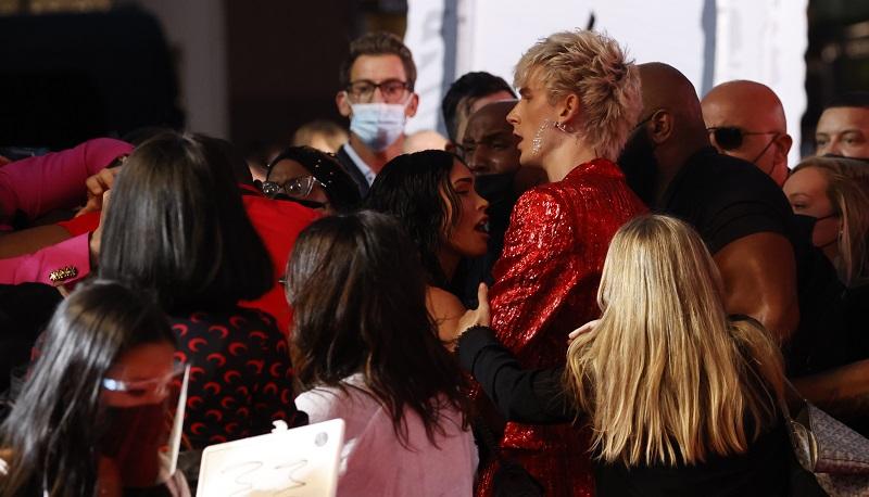 Conor McGregor dan Machine Gun Kelly Nyaris Baku Hantam di Panggung MTV VMAs