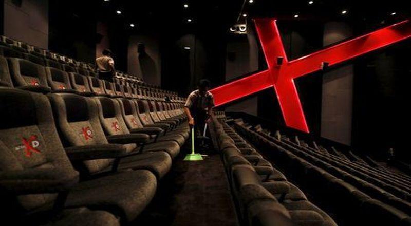 https: img.okezone.com content 2021 09 13 337 2470758 menteri-luhut-bioskop-dibuka-kapasitas-50-dengan-prokes-ketat-pGsk7C4KYS.jpg