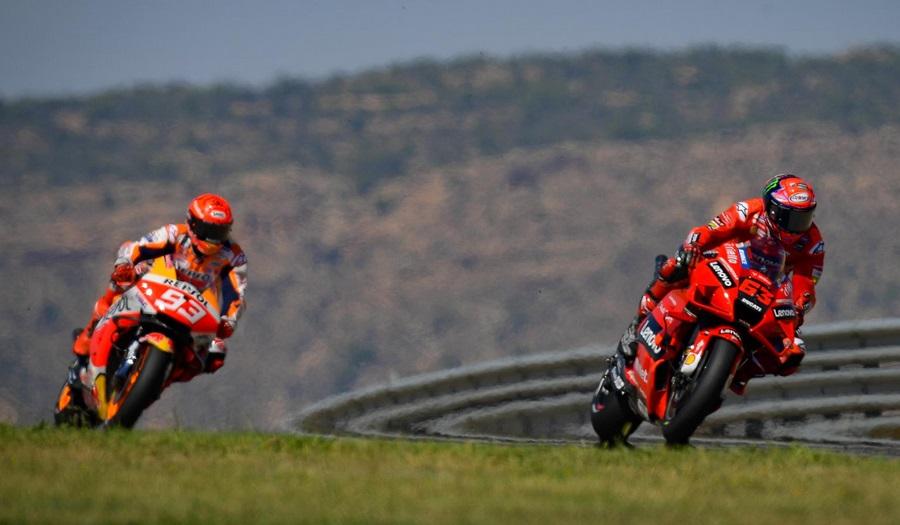 https: img.okezone.com content 2021 09 13 38 2470446 kalahkan-marc-marquez-dan-juara-motogp-aragon-2021-francesco-bagnaia-kemenangan-ini-untuk-vr46-Lyaq2BueNM.jpg