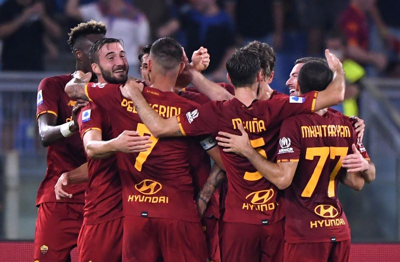 https: img.okezone.com content 2021 09 13 47 2470300 hasil-as-roma-vs-sassuolo-di-pekan-ketiga-liga-italia-2021-2022-menang-2-1-giallorossi-kuasai-puncak-klasemen-Znda0yjVx6.JPG