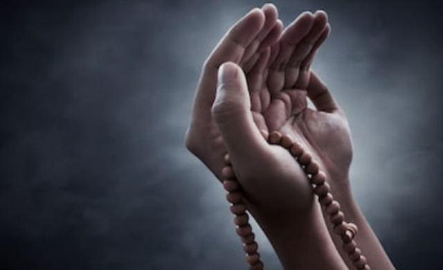 https: img.okezone.com content 2021 09 13 618 2470515 doa-diajuhkan-dari-penyakit-termasuk-covid-19-PdfQnnIWDy.jpg