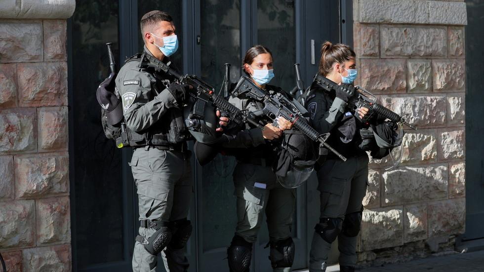 https: img.okezone.com content 2021 09 14 18 2471136 tikam-2-orang-di-toko-kosmetik-pria-palestina-ditembak-tentara-israel-B1QlR5TXO7.jpg