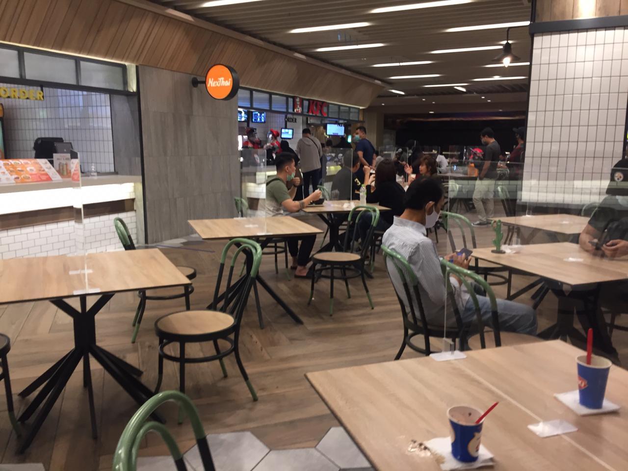 https: img.okezone.com content 2021 09 14 320 2470923 aturan-makan-di-tempat-kafe-tertutup-hanya-bisa-take-away-IOpP0DeCFS.jpg