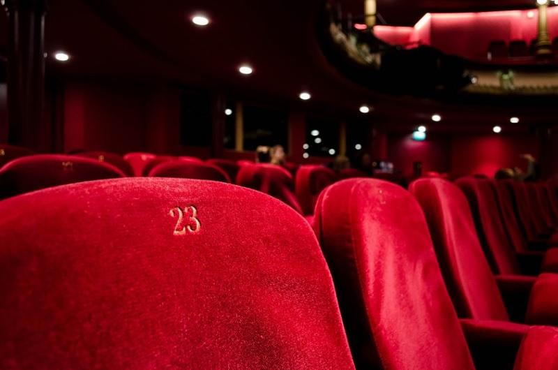 https: img.okezone.com content 2021 09 14 337 2470846 bioskop-mulai-buka-ini-sejumlah-syarat-yang-harus-dipenuhi-Y3YJRbPDxz.jpg
