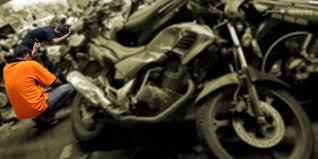 https: img.okezone.com content 2021 09 14 338 2471356 kepergok-mencuri-motor-bandit-jalanan-babak-belur-dihakimi-massa-ki0nWeEUI3.jpg