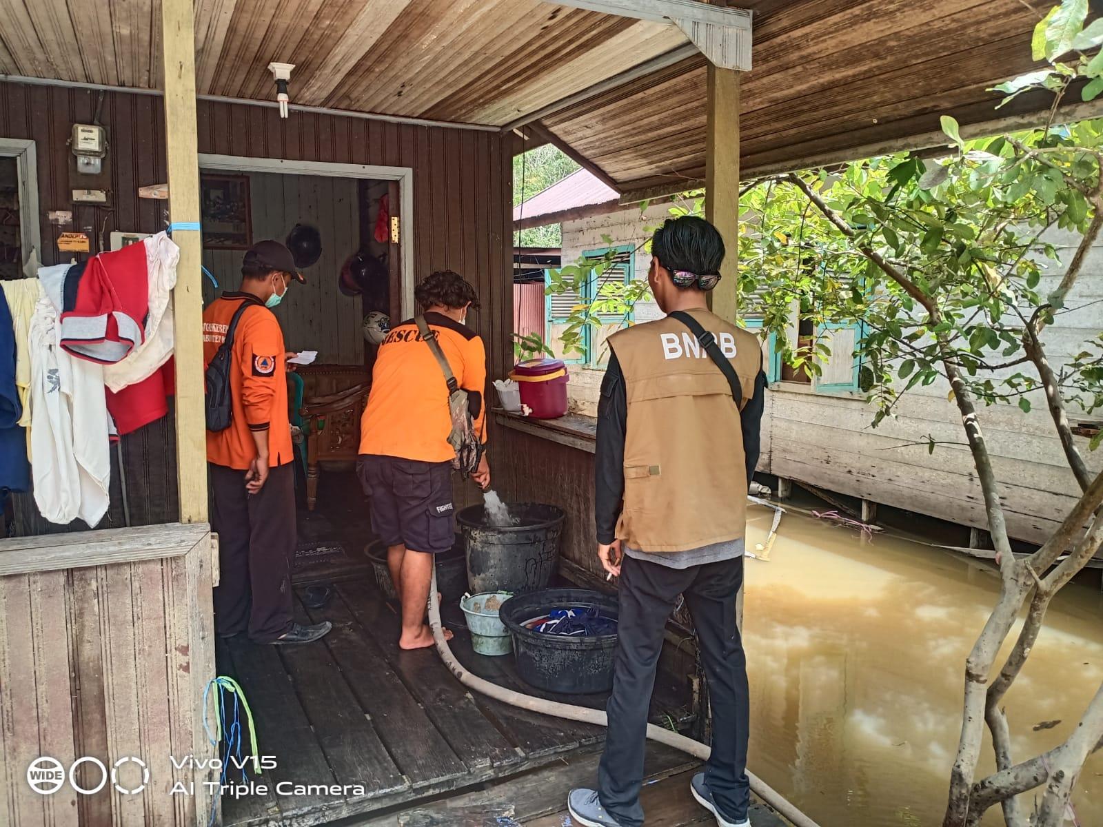 https: img.okezone.com content 2021 09 14 340 2470876 dukungan-relawan-percepat-penanganan-bencana-banjir-katingan-52d0eu7B6k.jpeg